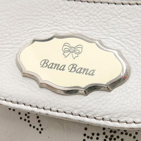 BANA BANA(바나바나) 은장 로고 장식 아이보리 래더 퍼포 체인 숄더백