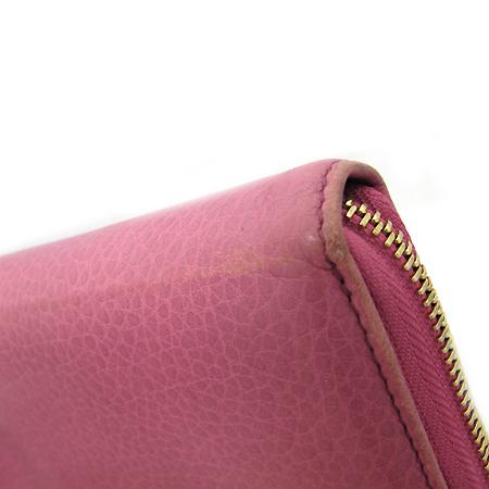 Gucci(구찌) 282413 금장 테슬 장식 쇼킹 핑크 레더 인터로킹 G 소호 짚업 장지갑 [강남본점]