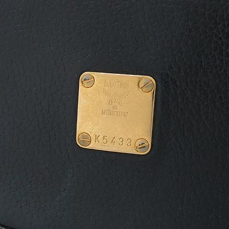 MCM(엠씨엠) 금장 로고 장식 블랙 레더 숄더백