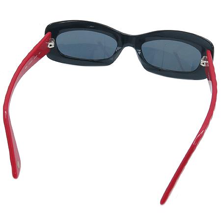Chanel(샤넬) 5006 측면 로고 장식 투톤 뿔테 선글라스 이미지3 - 고이비토 중고명품