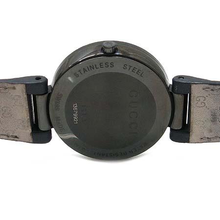 Gucci(구찌) 304248 인터로킹 블랙 PVD(티타늄) 가죽 밴드 남여공용 시계 이미지4 - 고이비토 중고명품
