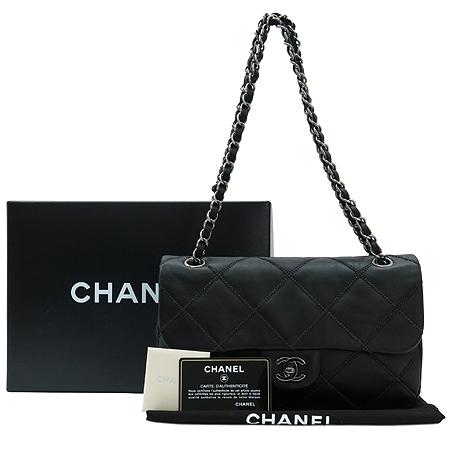 Chanel(샤넬) COCO 은장 로고 장식 스티치 은장 체인 숄더백 [명동매장] 이미지2 - 고이비토 중고명품