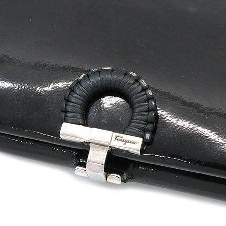 Ferragamo(페라가모) 21 8270 블랙 페이던트 간치니 장식 장지갑