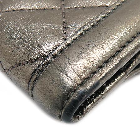 Burberry(버버리) 프로섬 로고 장식 메탈릭 퀼팅 스티치 반지갑 이미지5 - 고이비토 중고명품