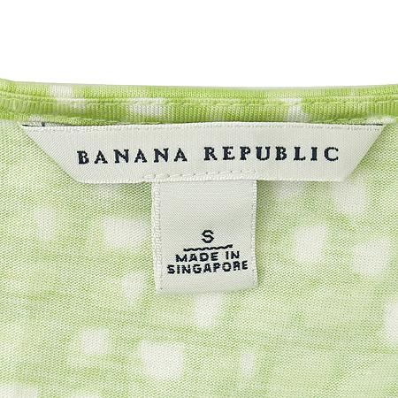 Banana Republic(바나나리퍼블릭) 그린 U넥 반팔티