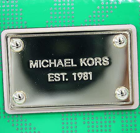 MICHAELKORS(마이클코어스) 로고 에나멜 그린 금장로고 플레이트 지피월릿 장지갑 [대구반월당본점] 이미지5 - 고이비토 중고명품