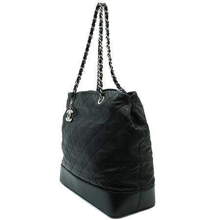 Chanel(샤넬) A49861Y06980 2011년 크루즈 램스킨 퀼팅 은장 체인 숄더백 [명동매장] 이미지3 - 고이비토 중고명품