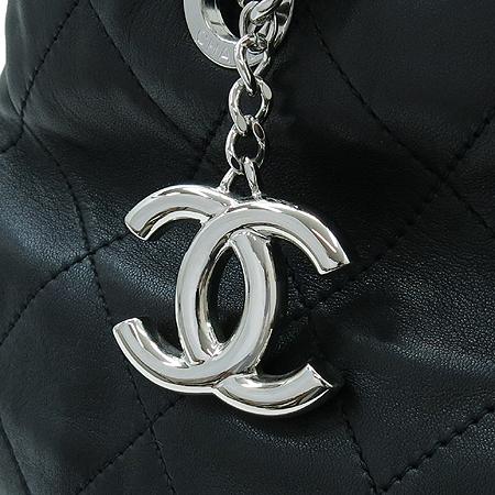Chanel(샤넬) A49861Y06980 2011년 크루즈 램스킨 퀼팅 은장 체인 숄더백 [명동매장] 이미지4 - 고이비토 중고명품