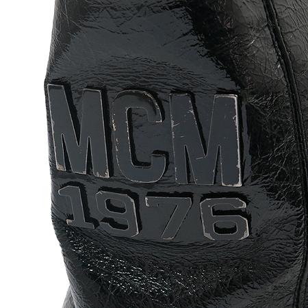 MCM(엠씨엠) 1010080010307 1976 컬렉션 로고 장식 블랙&화이트 페이던트 숄더백