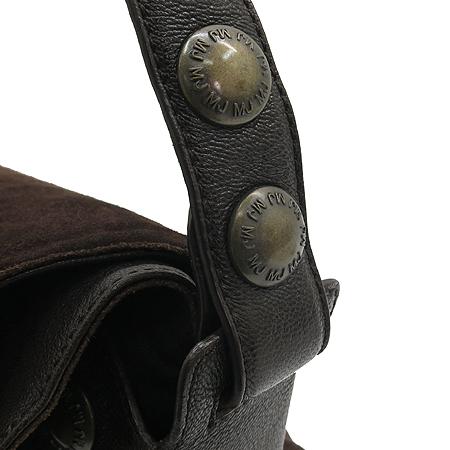 Marc_Jacobs(마크 제이콥스) 브라운 스웨이드 로고 버튼 장식 크로스백
