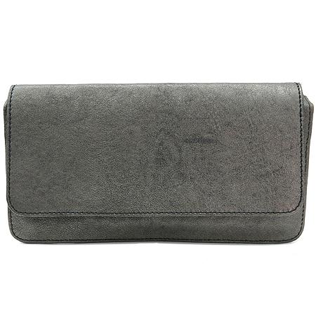 Burberry(버버리) 실버 메탈릭 지갑 겸 클러치백