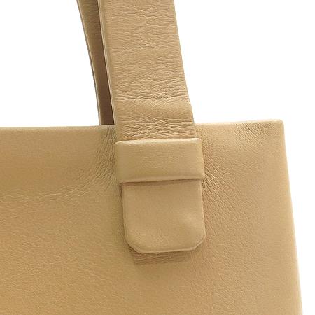 Chanel(샤넬) 이니셜 로고 베이지 레더 숄더백