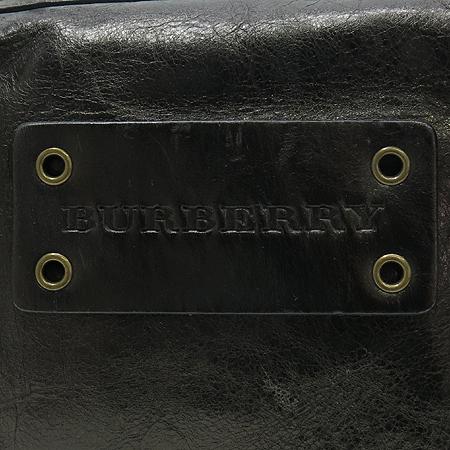 Burberry(버버리) 메탈릭 레더 로고 장식 토트백