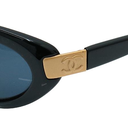 Chanel(샤넬) 5027 COCO 금장 로고 블랙 뿔테 선글라스 이미지4 - 고이비토 중고명품