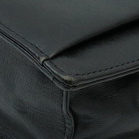 Versace(베르사체) 로고 터치 버클 블랙 레더 세컨드백 이미지5 - 고이비토 중고명품
