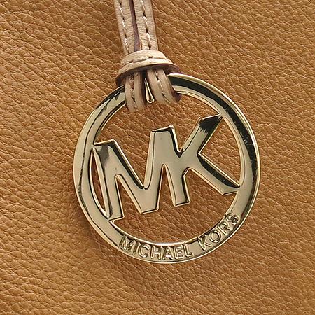 MICHAELKORS(마이클코어스) 금장 로고 베이지 레더 스퀘어 숄더백