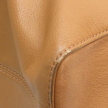 MICHAELKORS(마이클코어스) 금장 로고 베이지 레더 스퀘어 숄더백 이미지5 - 고이비토 중고명품