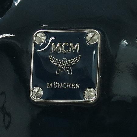 MCM(엠씨엠) 1011070121407 은장 로고 장식 페이던트 투포켓 토트백