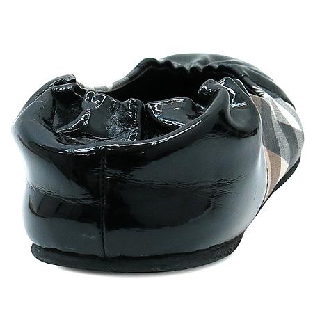 Burberry(버버리) 블랙 페이던트 노바 체크 PVC 여성용 플랫 슈즈