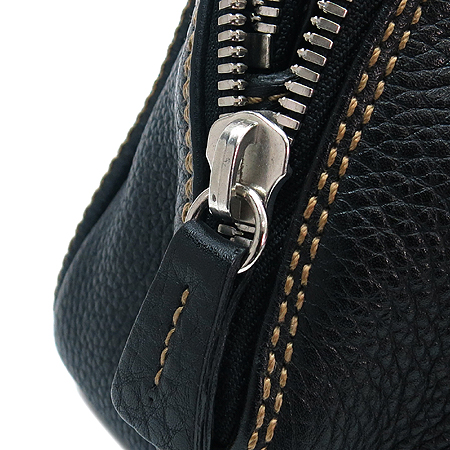 Chanel(샤넬)  캐비어스킨 누빔 스티치 이니셜 로고 테슬장식 토트백 이미지4 - 고이비토 중고명품