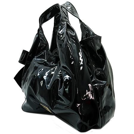 VALENTINO(발렌티노) 금장 로고 장식 Nuage(뉴아즈) 블랙 페이던트 숄더백