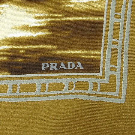 Prada(프라다) 100% 실크 스카프