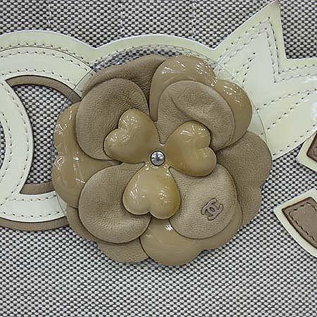 Chanel(샤넬) 패브릭 화이트 에나멜 트리밍 까멜리아 정방 체인 토트백 [명동매장]