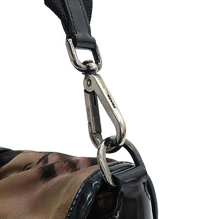 Prada(프라다) 측면 삼각 로고 장식 패브릭 숄더백 [강남본점] 이미지3 - 고이비토 중고명품
