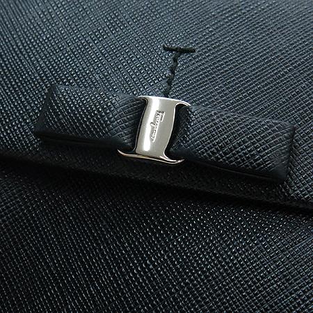 Ferragamo(페라가모) 22 A951 은장 바라 장식 블랙 레더 반지갑