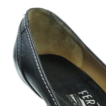 Ferragamo(페라가모) 태슬 장식 블랙 레더 스티치 펌프스 여성 구두