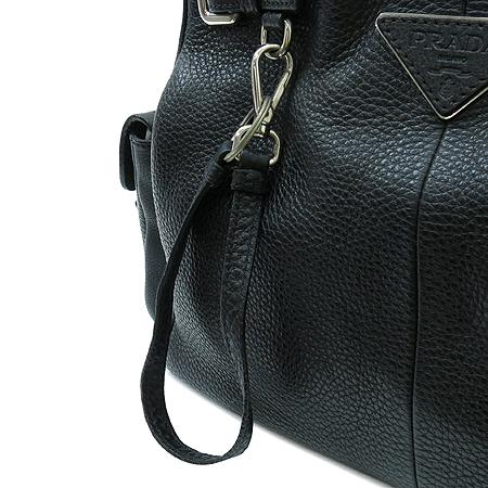 Prada(프라다) 블랙 레더 멀티 포켓 벨트 장식 숄더백 이미지4 - 고이비토 중고명품