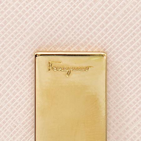 Ferragamo(페라가모) 22 4639 핑크 사피아노 금장 간치니 버클 중지갑