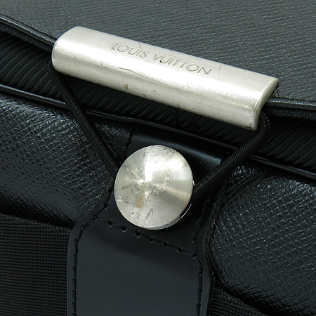Louis Vuitton(루이비통) M30148 타이가 레더 빅터 크로스백 [강남본점] 이미지4 - 고이비토 중고명품