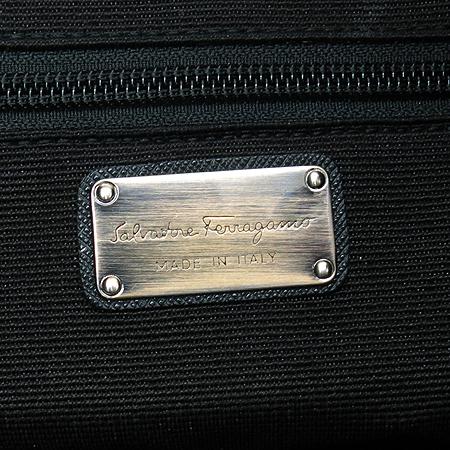 Ferragamo(페라가모) 21 C636 블랙 퍼포 사피아노 은장 간치니 빅 숄더백 [대구반월당본점] 이미지6 - 고이비토 중고명품