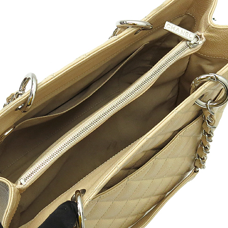 Chanel(샤넬) A20995  베이지 캐비어스킨 그랜드샤핑 은장 체인 숄더백 이미지4 - 고이비토 중고명품