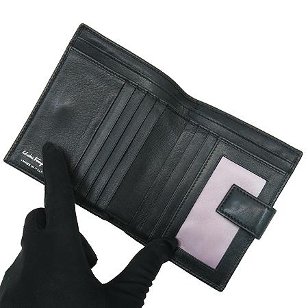 Ferragamo(페라가모) 2250 65 은장 간치니 장식 반지갑