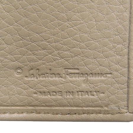 Ferragamo(페라가모) 22 4209 은장 간치니 장식 장지갑