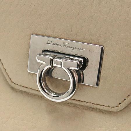 Ferragamo(페라가모) 22 4209 은장 간치니 장식 장지갑 [강남본점] 이미지2 - 고이비토 중고명품