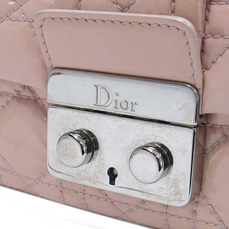 Dior(크리스챤디올) M9802PVRK 카나쥬 퀼팅 금장 버틀 페이던트 금장 체인 숄더백 [부산센텀본점] 이미지4 - 고이비토 중고명품