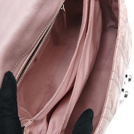 Dior(크리스챤디올) M9802PVRK 카나쥬 퀼팅 금장 버틀 페이던트 금장 체인 숄더백 [부산센텀본점] 이미지7 - 고이비토 중고명품