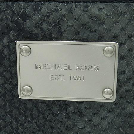 MICHAELKORS (마이클코어스) MMCA02C 파이손 패턴 은장 사각 플레이트 로고 장식 장지갑