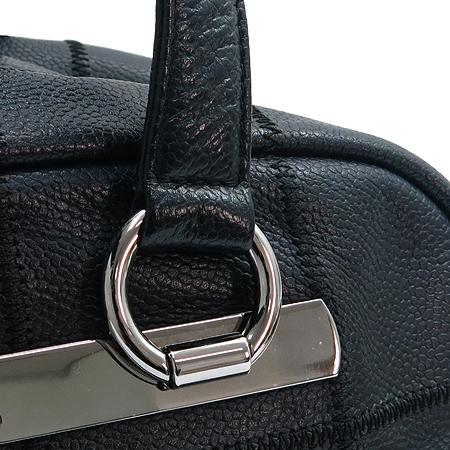 Chanel(샤넬) 은장 이니셜 로고 소프트 캐비어스킨 누빔 스티치 숄더백 이미지4 - 고이비토 중고명품