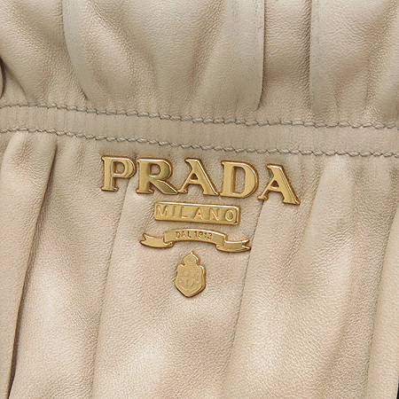Prada(프라다) BN1407 베이지 램스킨 나파 고프레 금장 로고 2WAY