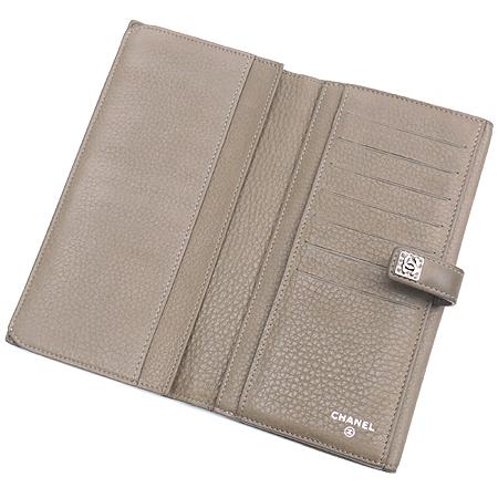 Chanel(샤넬) A68625 다크 베이지레더 은장로고 장식 2단 장지갑 [강남본점] 이미지4 - 고이비토 중고명품