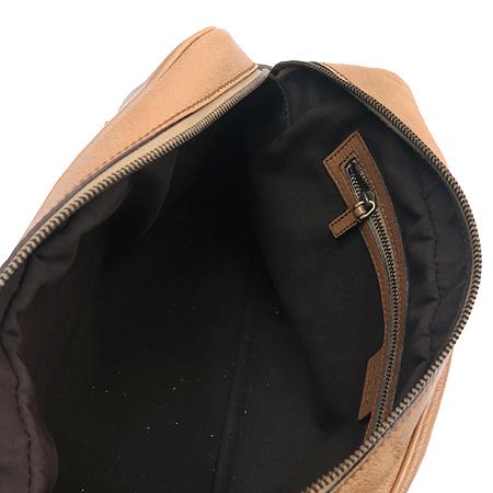 Gucci(구찌) 121544 브라운 레더 로고 장식 숄더백 이미지6 - 고이비토 중고명품