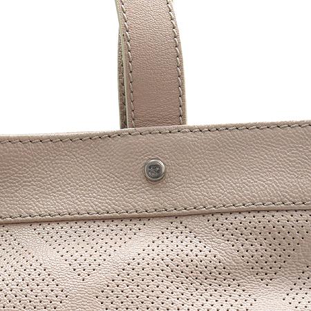 Chanel(샤넬) COCO 로고 캐비어 스킨 퍼포 바겟 숄더백 [부산센텀본점] 이미지3 - 고이비토 중고명품