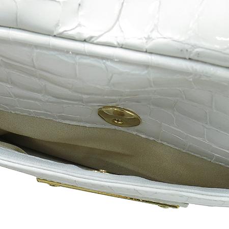 CARBOTTI (카보티) 화이트 크로크다일 패턴 에나멜 금장로고 플레이트 토트백
