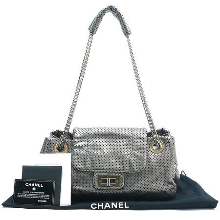 Chanel(샤넬) 실버 메탈릭 퍼포 은장 체인 숄더백