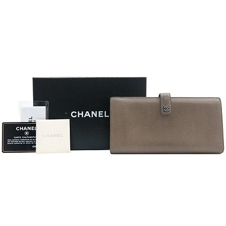 Chanel(샤넬) A68625 다크 베이지레더 은장로고 장식 2단 장지갑 [강남본점]
