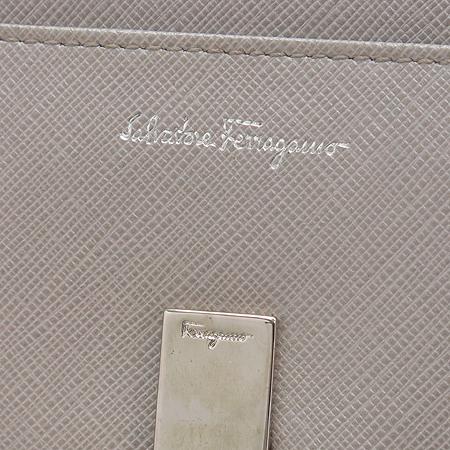 Ferragamo(페라가모) 22 4633 실버 메탈릭 은장 간치노로고 장지갑